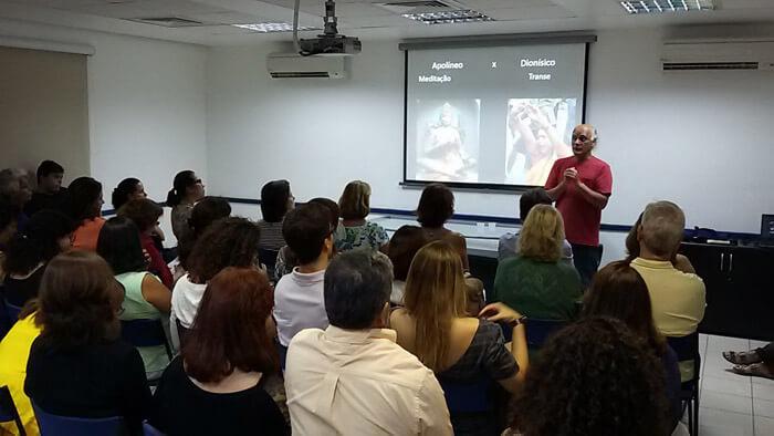 Dr. Wesley Aragão de Morais em palestra na ABMA-RJ